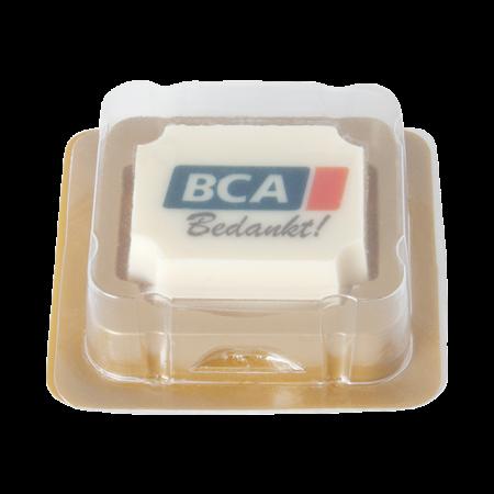 Logobonbon van witte chocolade met hazelnoot praline, rechthoekig of rond, opdruk tot in full colour, per stuk verpakt